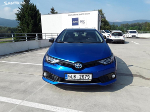 Toyota Auris Hybrid Selection