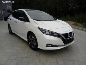 Nissan LEAF 40kWh N-Connecta + LED světla