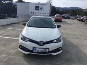 Toyota Auris Hybrid Selection